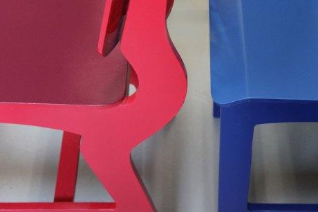 Rode en blauwe stoel