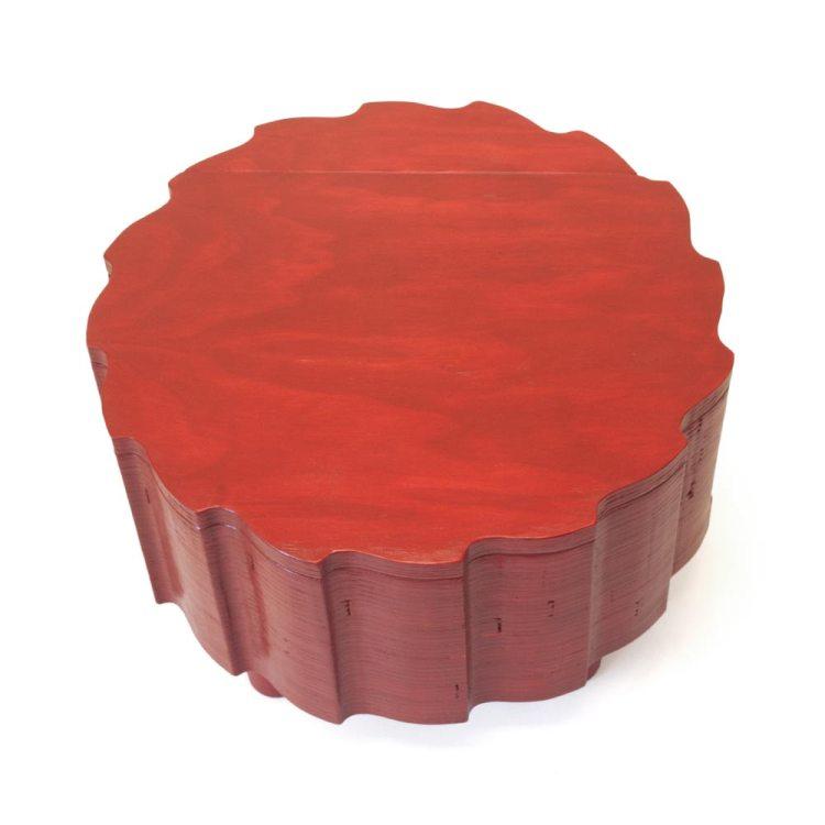 Rode salontafel met bergruimte