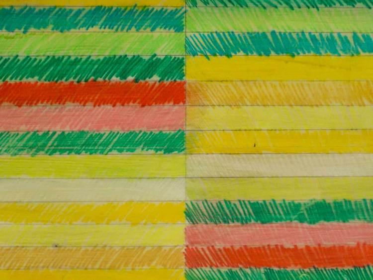 Salontafel met getekende strepen, gele versie, detail