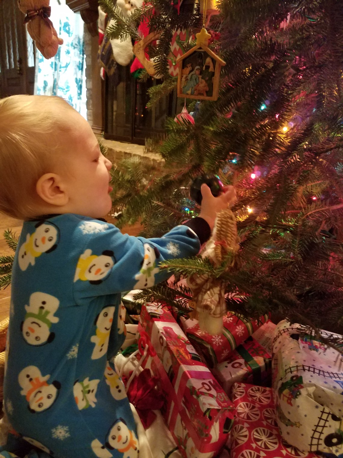 decorating for the holidays with children