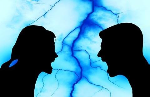 un couple vit de la colère