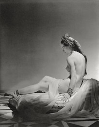 ODALISQUE-SITTING-_VARIANT__-NEW-YORK-43-Horst