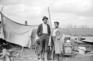 Arthur+Rothstein+-+Family+of+evicted+sharecroppers+along+Highway+60,+New+Madrid+County,+Missouri,+1939