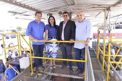Secretários Marcelo Tavares (Casa Civil) e Simplício Araújo (Indústria e Comércio) na entrega do frigorífico Gboi.