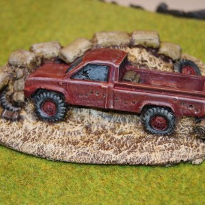 Wrecked Toyota pick up (28mm)