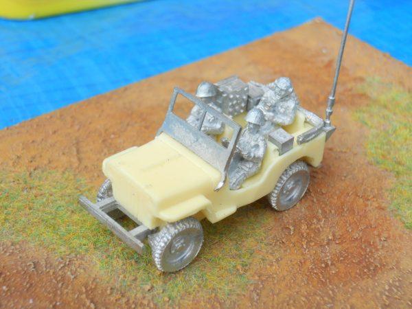 British Jeep, 3 x crew and radio fitment