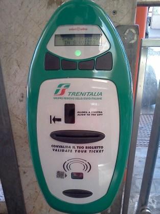 Alat validasi tiket sebelum naik kereta (http://ciao.citalia.com)