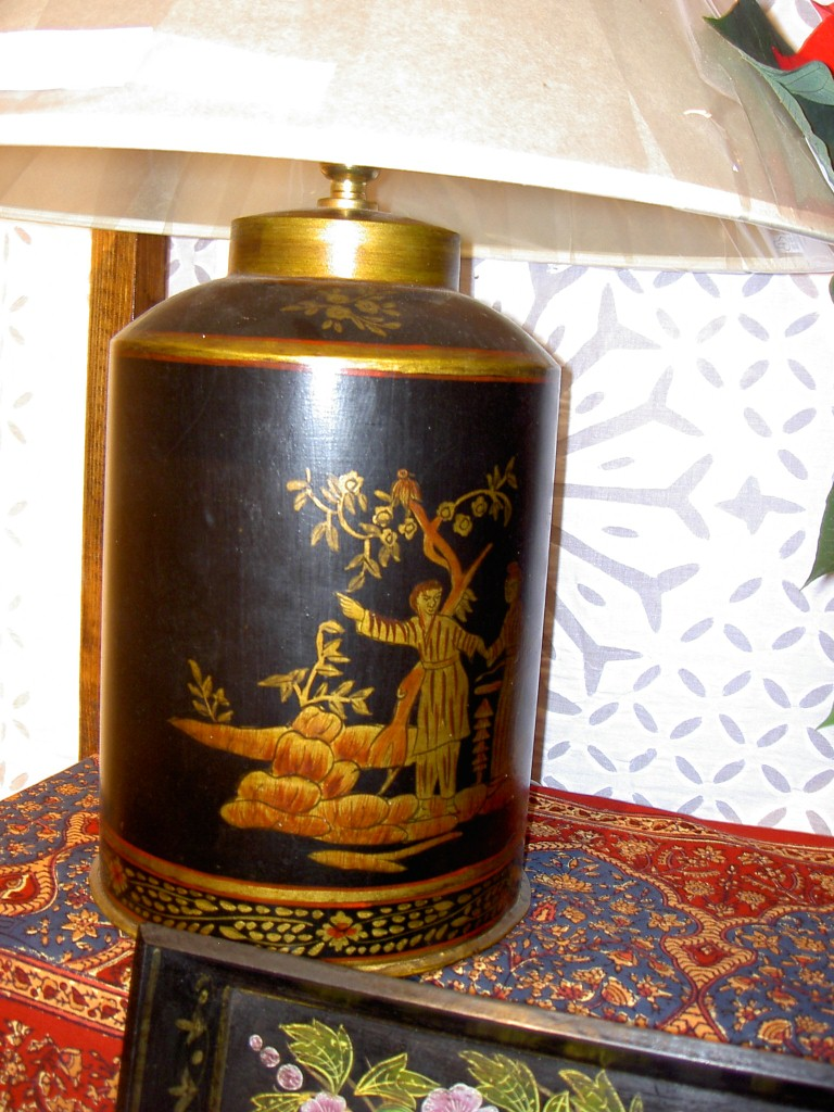 Black and gold chinese style painted tin lamp base