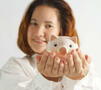 Closeup portrait of cute young business woman/self-awareness/sanespaces.com