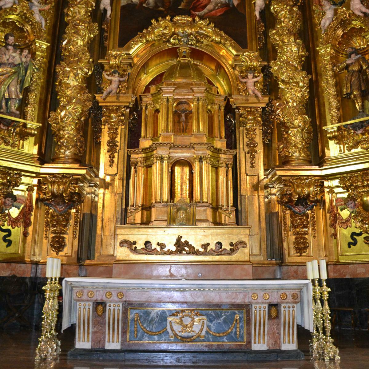 abside-san-esteban-protomartir-05-altar-y-santisimo