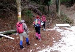 01那須ヶ原山 表参道登山口。少しだけ雪あり。
