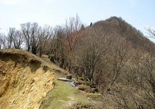 8 崩壊地の向こうに高見山