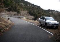 2.方向転換して、路肩に駐車する。2.3台可