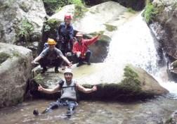 ③白石谷出合3m滝ここは左の岩穴を抜けた。