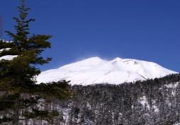 雪煙の乗鞍岳