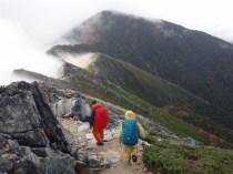 04‐蝶ヶ岳へ向かうと雲が切れてきた。