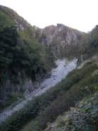 05.ガレ場をそのままつめると、、岩雪崩?