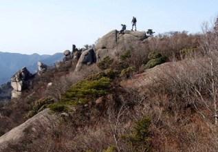 ⑫宮指路岳946mの馬の背岩。良い展望です。