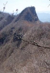 ⑤毛無岩何処から登るのかと思うほどの急登。
