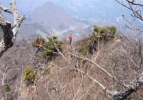 ⑩細く狭い稜線を辿ってみる。眺望はバツグン。