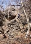 ⑬降りにも20m弱の岩場があり脆い岩を慎重に降る。