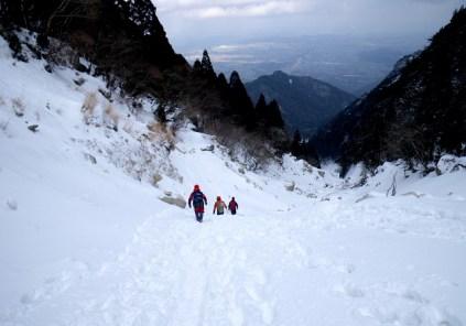 38 雪のおかげで歩きやすい