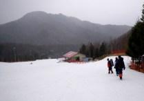 49 スキー場に着いたら雨が激しくなった。