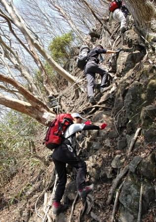 06.後古光山への急登。フィックスロープもいっぱい