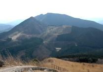 12.亀山山頂から後古光山と古光山を振り返る。