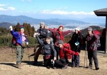 07富士山と駿河湾をバックに