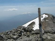 剣が峰から御嶽を望む