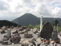 北横岳山頂から蓼科山