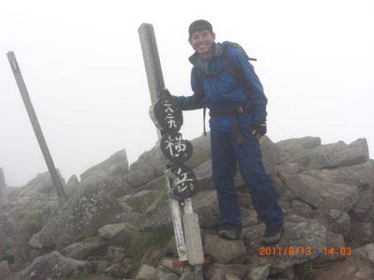横岳の核心部途中にてゲリラ雨にあいました