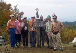 寧比曽岳山頂にて