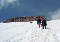 雪面を下山