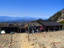 根石岳山荘で昼食