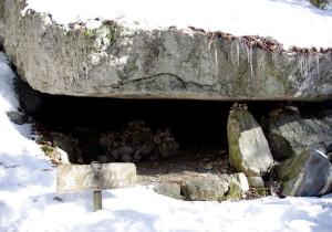 10 中間地点の岩屋