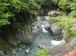 東祖谷久保まで下山。川きれい