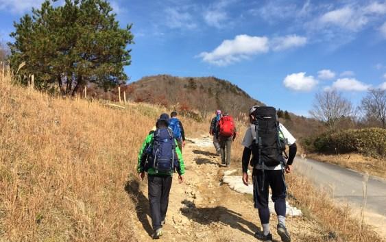 萩太郎山(1,358m)、茶臼山(1,425m)