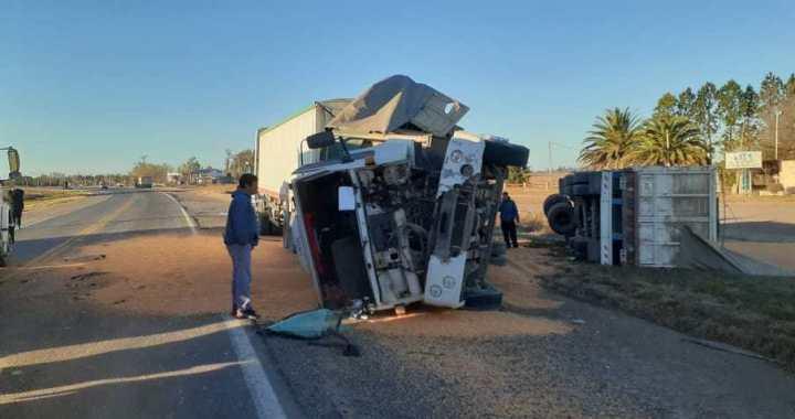 Ruta N.34 – San Genaro: Choque y vuelco de camiones