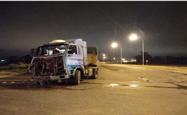 San Genaro: fuerte choque entre camiones en el cruce de rutas 34 y 65