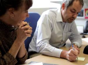 Deborah Robinson discussing the project with  Julian Rayner. Credit: Genome Research Limited
