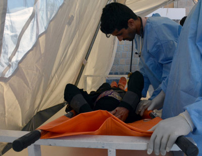 MSF nurse while receiving a suspected cholera patient at MSF cholera treatment centre in Al-Kuwait hospital in Sana'a. Image credit: Malak Shaher, MSF