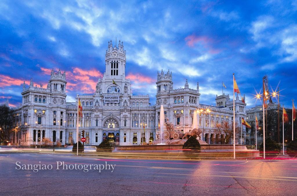 Foto del amanecer en la Plaza de Cibeles de Madrid