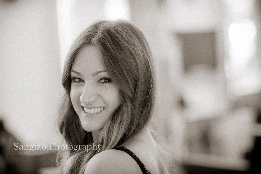 foto sonriendo boudoir lencería madrid