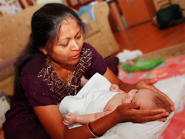 Sangita az indiai babamasszázs oktató története