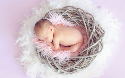 Hasfájós baba altatása könnyedén
