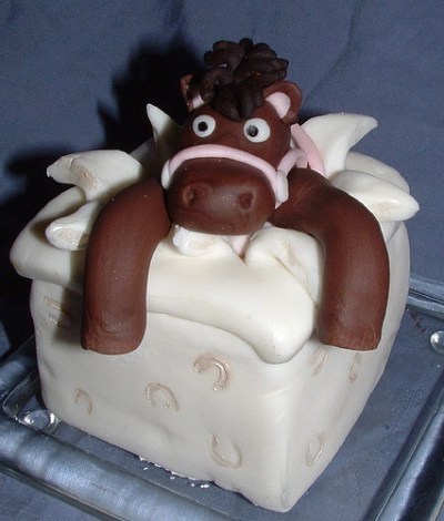 unique horse cakes for wedding