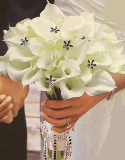 beautiful white wedding flowers with lilies