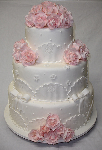 romantic wedding cakes theme